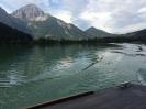 Allein auf weitem See in den Tiroler Bergen