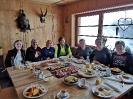 Maggy, Ingrid, Sabine, Beate, Jolanda, Michaela und Gabi am reich gedeckten Tisch - Mmmmmmhhhh!!!