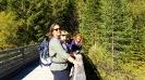 Gabriela, Jolanda und Sabine auf der Brücke über den Kanal