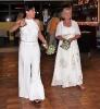 Bei zwei Bräuten gibt es natürlich auch zwei Brautstraußwürfe