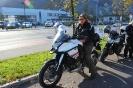 Probesitzen auf dem neuen Motorrad von Gabi