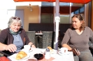 Einfach herrlich, Kaffeepause bei Sonnenschein - Ingrid und Gabriela